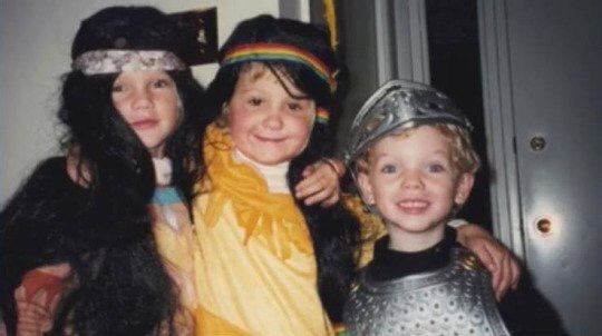 Adorable Throwback Photo of Taylor Swift, Brit Maack and Austin Swift!
