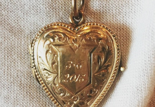 Calvin Harris Gave Taylor Swift The Most Beautiful Locket For Their Anniversary